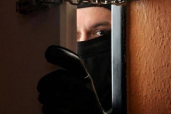 На Тернопільщині зловмисник кавказької зовнішності пограбував помешкання