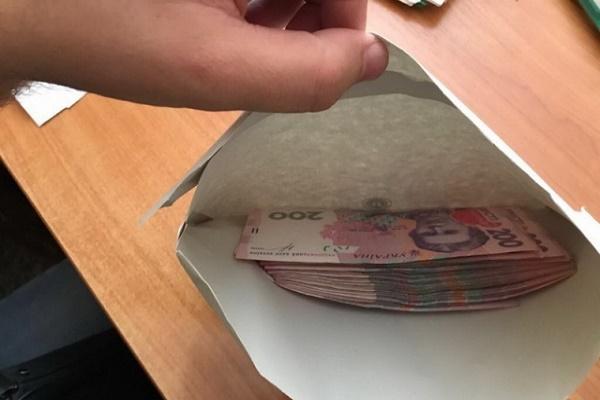 Житель Тернопільщини намагався дати хабар поліцейському