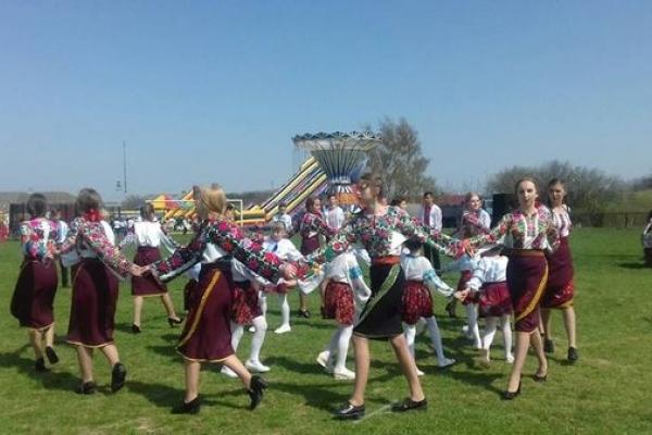 На Тернопільщині молодь водила хороводи (Фото)