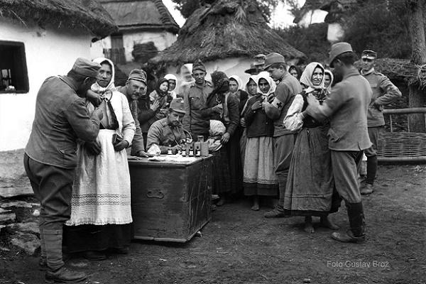 Як в селі Бурканів 100 років тому щеплення робили