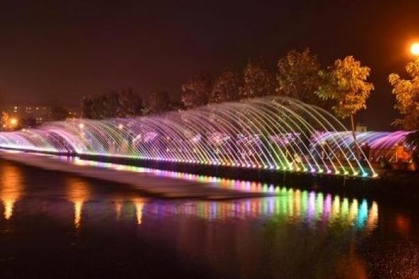 Найбільший аераційний фонтан на Тернопільському ставі працює щодня (Фото)
