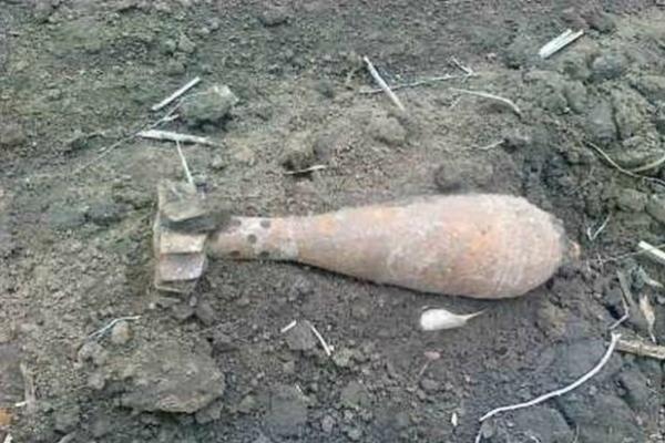 На Микулинецькому кладовищі в Тернополі під час копання могили знайшли бомбу