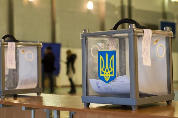 Перші порушення зафіксували під час виборів на Тернопільщині (Відео)
