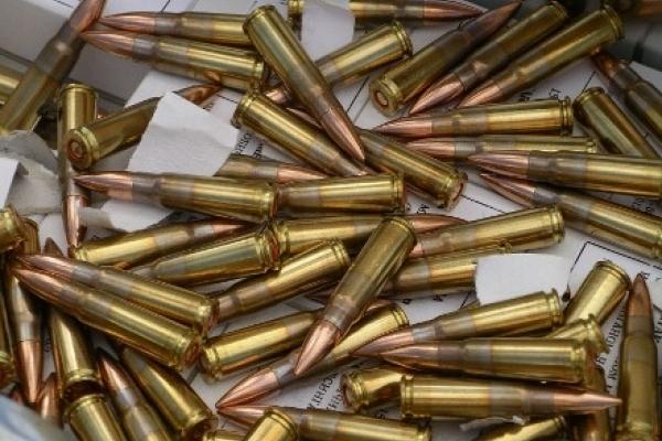 Поблизу Тернополя чоловік знайшов сховок зброї
