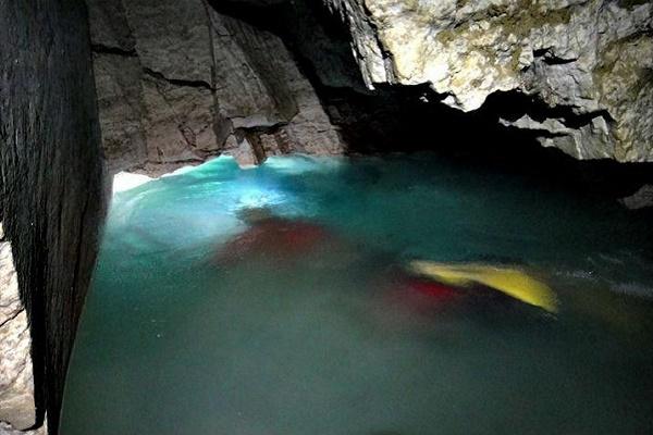 На Тернопільщині запрошують екстрималів покупатися в підземному озері