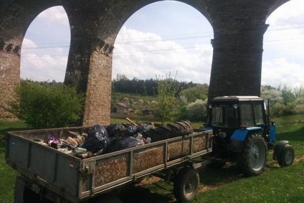 На Тернопільщині очистили від сміття унікальний віадук для мандрівників