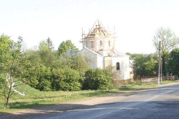 На Тернопільщині під куполом храму знайшли послання з минулого століття