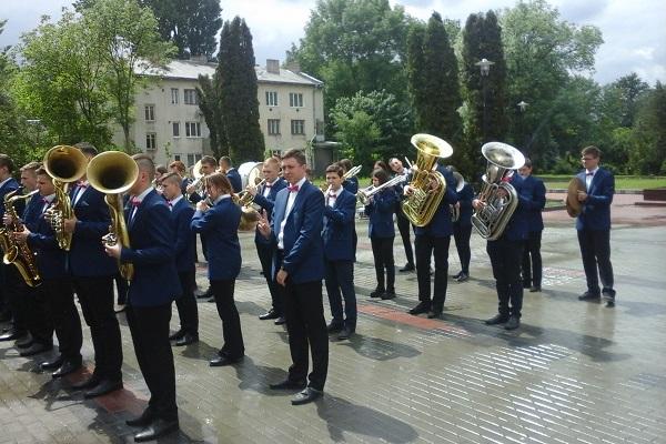 У Тернополі сьогодні відбувся флешмоб студентів музичного училища