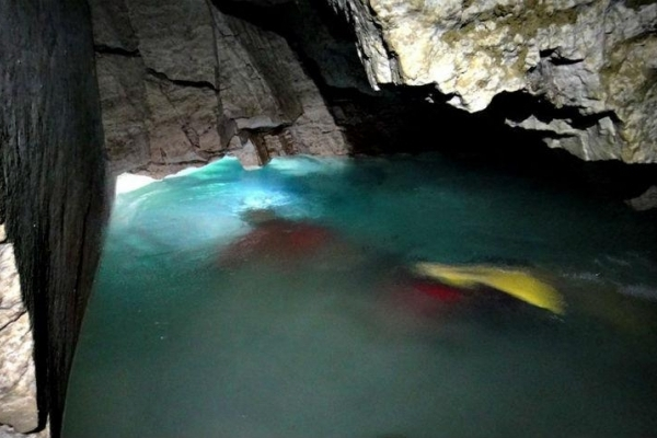 Тернополянам пропонують скупатися у підземному озері