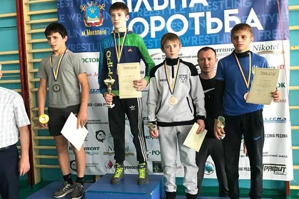 Тернопільщина має золото та бронзу на Чемпіонату України з вільної  та жіночої боротьби серед школярів