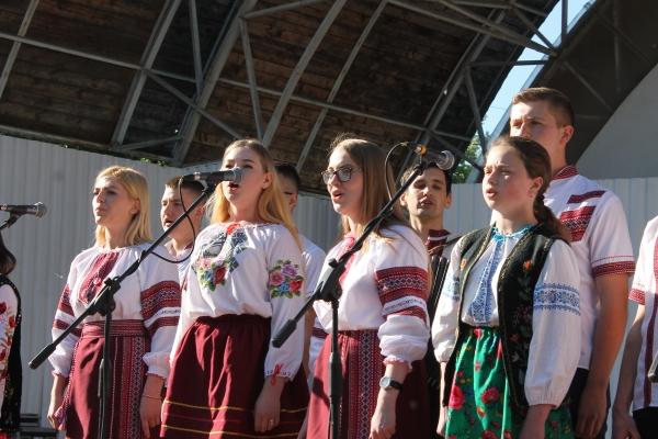 Фестивальне Тернопілля: Цвітуть вишиванки у рідній стороні (Фото)