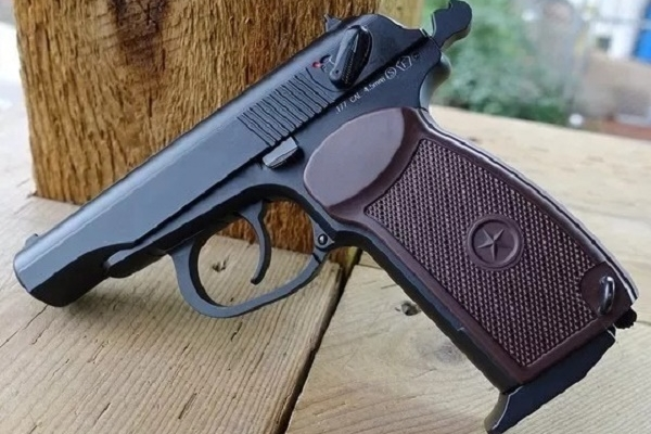 У жителя Чорткова поліцейські вилучили пістолет