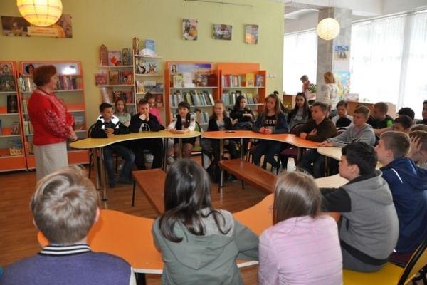 «Подорожуємо країнами Балтії» – виставку презентували у тернопільській дитячій бібліотеці