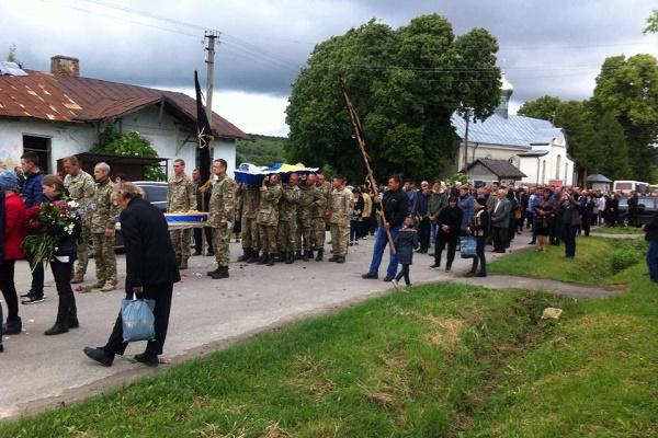 На Тернопільщині попрощалися із загиблим бійцем (Фото)