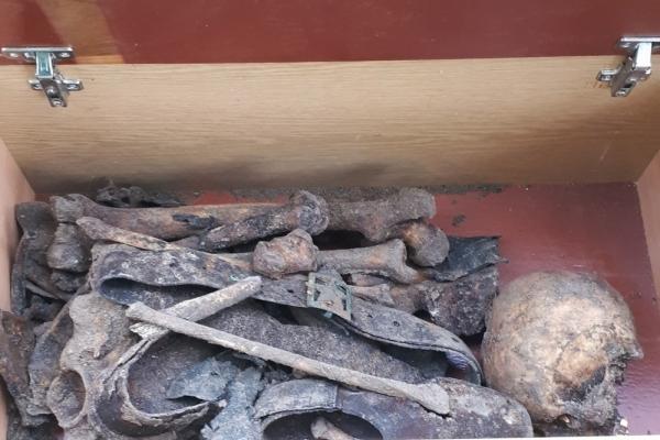 На Тернопільщині розкопали могилу радянського солдата (Фото)