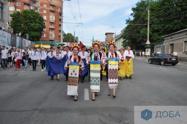 Сьогодні, у День героїв в Тернополі пройшла урочиста хода (Відео, фото)