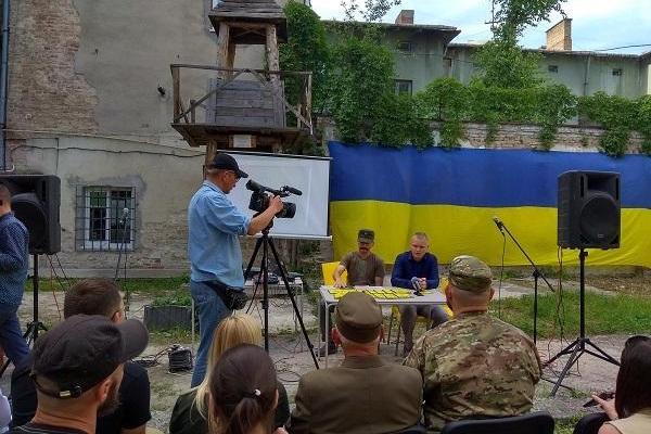 На Тернопільщині всі школи тримають підручники з військово-патріотичного виховання молоді (Фото)