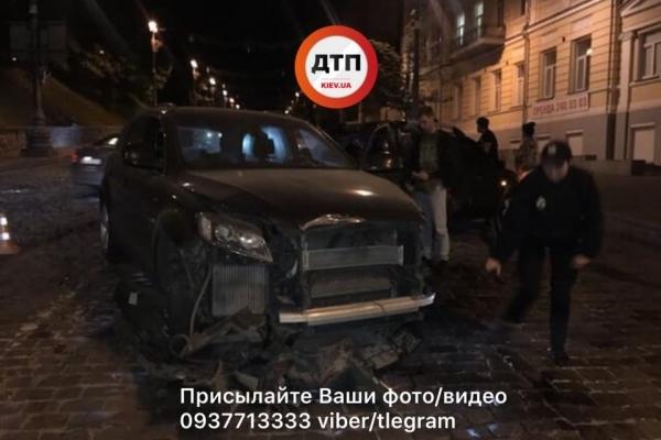 У центрі Києва через п'яного водія елітного авто зіткнулося три автівки (Фото)
