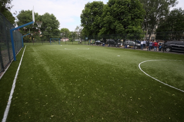 Тернопільська ЗОШ №2 отримала універсальний спортивний майданчик (Фото)