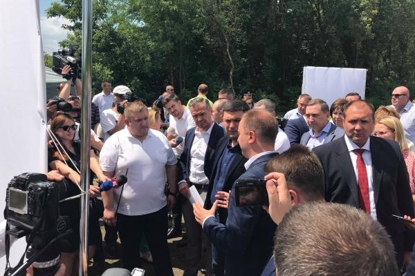 Володимир Гройсман проінспектував стан ремонту дороги на Тернопільщині (Відео)