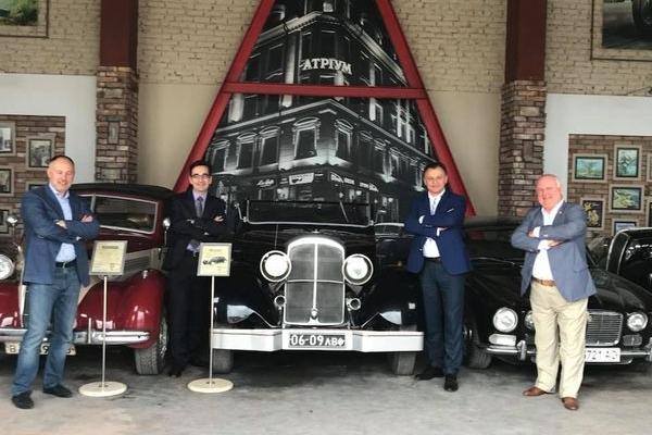 Ретромузей старожитніх авто і етногалерея «Спадок» стали туристичними родзинками інвестиційного форуму у Тернополі
