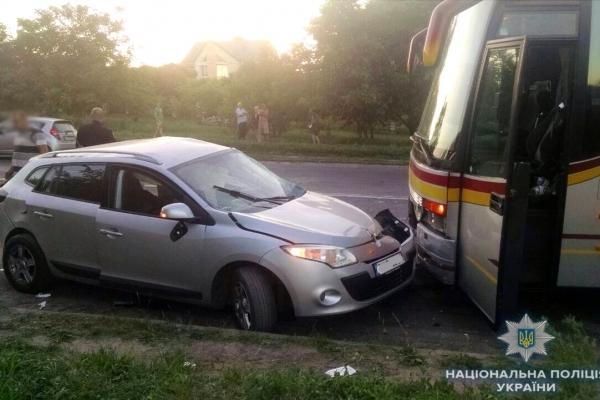 Внаслідок ДТП у Рівному постраждав житель Тернопільщини. Є жертви (Фото)