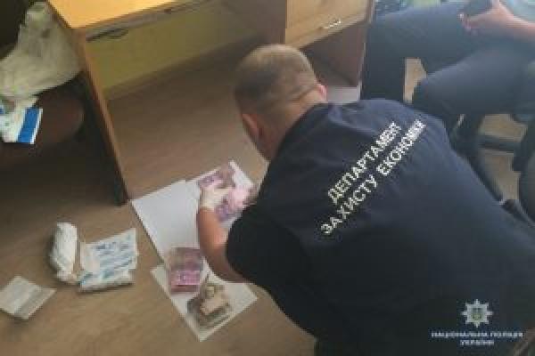 У Тернополі на хабарі затримали держслужбовця