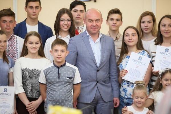 У Тернополі відзначили обдарованих дітей