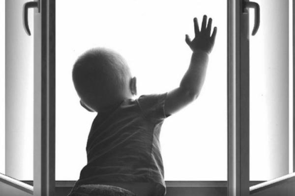 На Тернопільщині 1-річна дитина випала з 4-го поверху