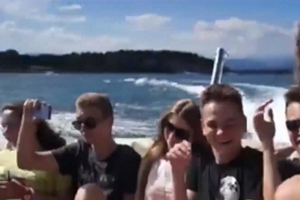 Учні гімназії відмовились від випускного заради подорожі (Відео)
