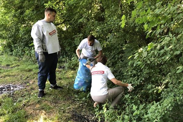 У Тернополі прибрали купи сміття на території відпочинкової зони (Фото)