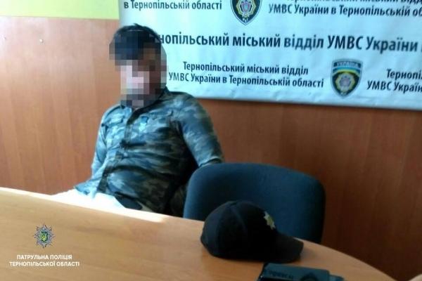Порушив, влаштував скандал і отримав 3 адмінматеріали водій від тернопільских патрульних