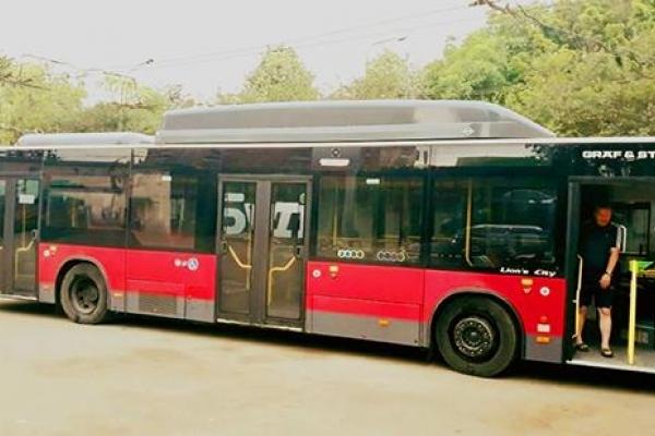 Транспортна реформа у дії: У Тернопіль прибув перший комунальний низькопідлоговий автобус