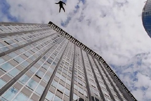 У Тернополі з багатоповерхівки зірвався молодий хлопець