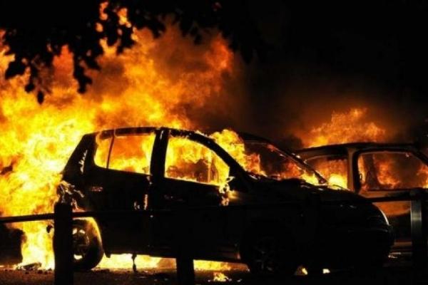 У Тернополі спалили дорогий позашляховик (Відео)