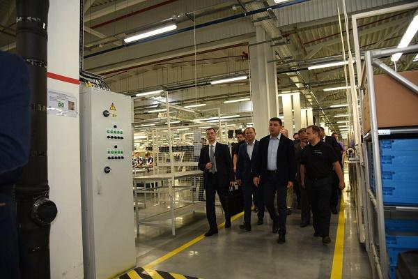 Прем'єр-міністр ознайомився з роботою філії «СЕ Борднетце-Україна»