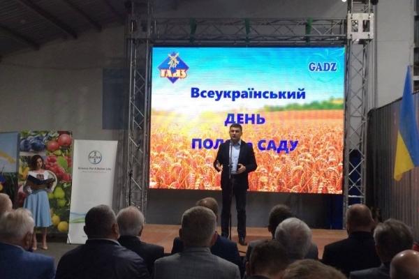 Прем'єр-міністр України Володимир Гройсман відкрив на Тернопільщині Всеукраїнський день поля та саду