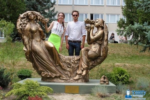 В Тернопільському педагогічному урочисто відкрили скульптуру «Лісова пісня» і мистецьку алею (Фото, відео)