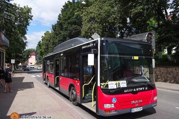 У Тернополі виїхав на маршрут перший низькопідлоговий автобус (Фото)