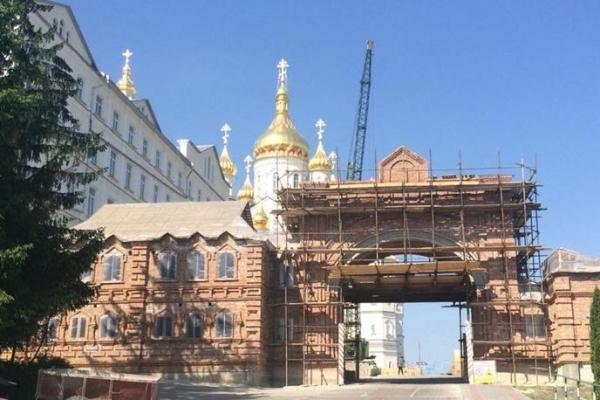 РПЦ продовжує ігнорувати українські закони і знищує Почаївську Лавру