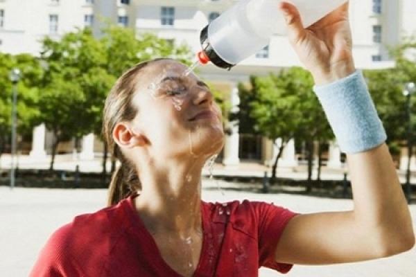 Тернопільські лікарі: щоб робити, аби не пітніти у спеку?
