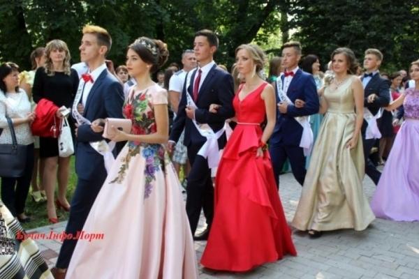 У райцентрі на Тернопільщині можуть скасувати урочистий парад випускників: батьки та діти в шоці