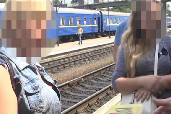 На Тернопільщині завершено розслідування щодо жінки, яка пропонувала поліцейському не перешкоджати їй у сутенерстві