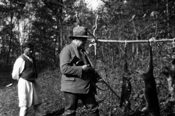 Відпочинок та полювання на видр в Берем'янах 90 років тому