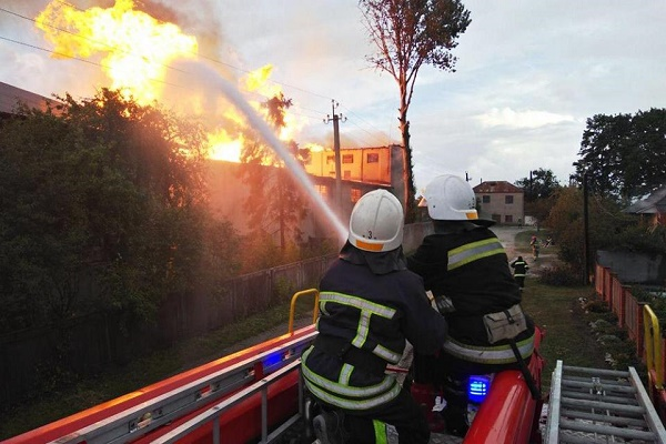 Причини пожежі на спиртобазі у Збаражі встановлюють правохоронці