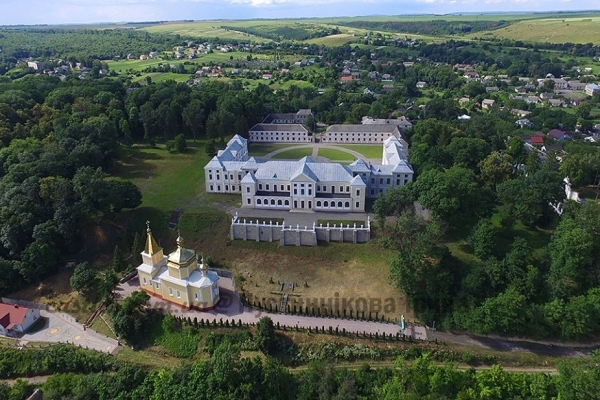 Відома мандрівниця зняла з висоти замки і костели Тернопілля