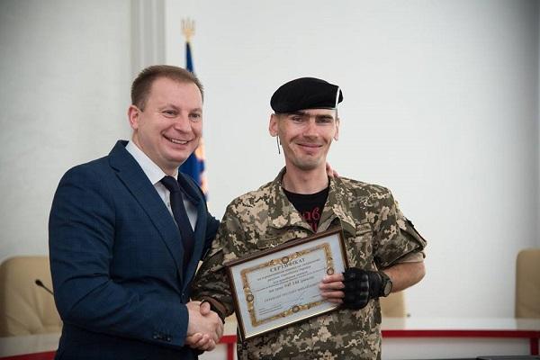 Держава підтримує воїнів: Ще чотири сім'ї військовослужбовців з Тернопільщини отримали сертифікати на придбання житла (Фото)