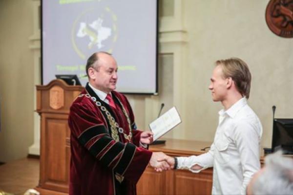 Співак з Тернополя став кандидатом наук