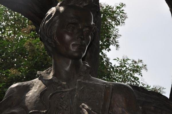 Єдиний у світі поет, який зупинився під деревами Наполеона, був з України