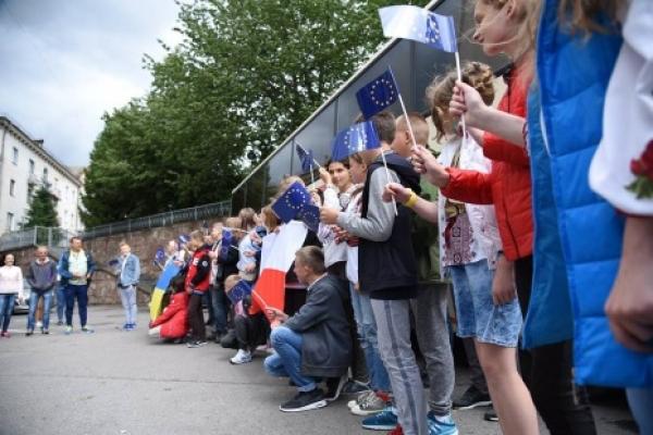 40 дітей учасників АТО з Тернопільщини відправилися на оздоровлення до Польщі (Фото)